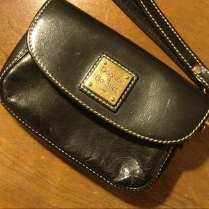 Dooney & Burke wristlet ▪️ black leather ▪️ EUC!
